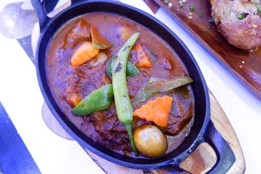 """ALT=""""beef caldereta to eat at jose restaurant"""""""