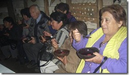 Escuela intercultural Trañi Trañi se luce con adultos mayores de Chiloé