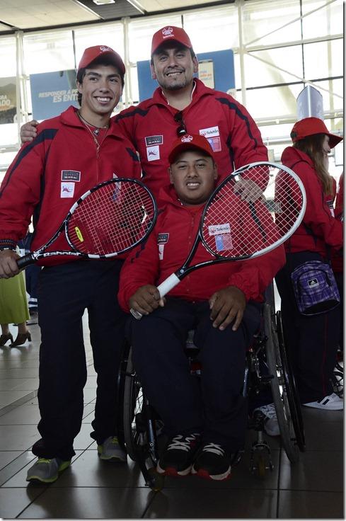 Miguel_Coronado-Bryan_Tapia_Y_Profesor_David_Padilla[1]