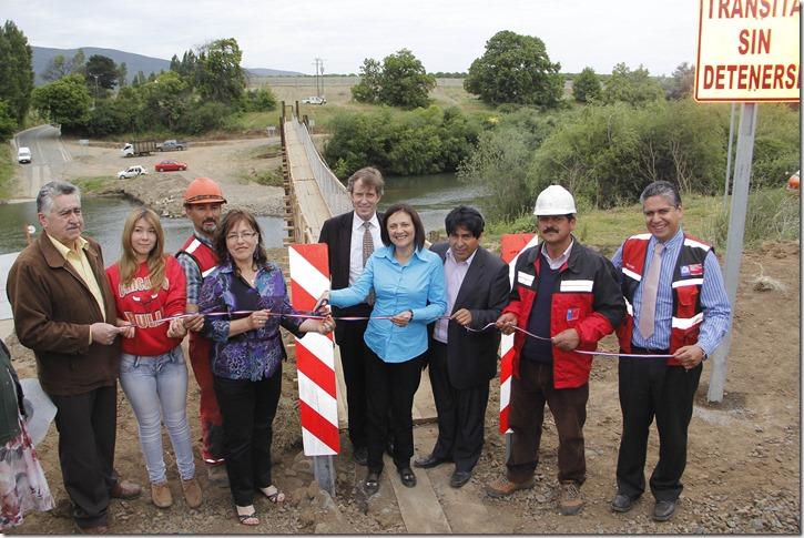 La ministra de Obras Públicas, Loreto Silva, habilita la nueva Pasarela Tijeral, obra que permite la conectividad de forma permanente y sin restricción de horarios para los más de mil habitantes de Tijeral y el Almendro.