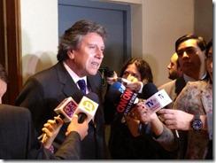 senador espina con prensa