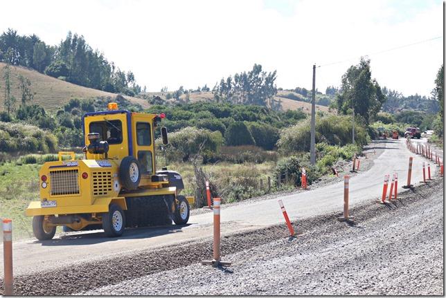 Terminados primeros 800 m de asfalto correspondiente a últimos 2,5 km del Camino Carahue – Puerto Do (4)