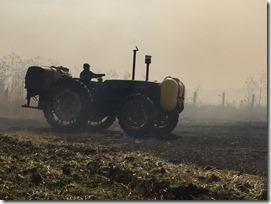 Tractor con rastra y agua don vitales en esta práctica