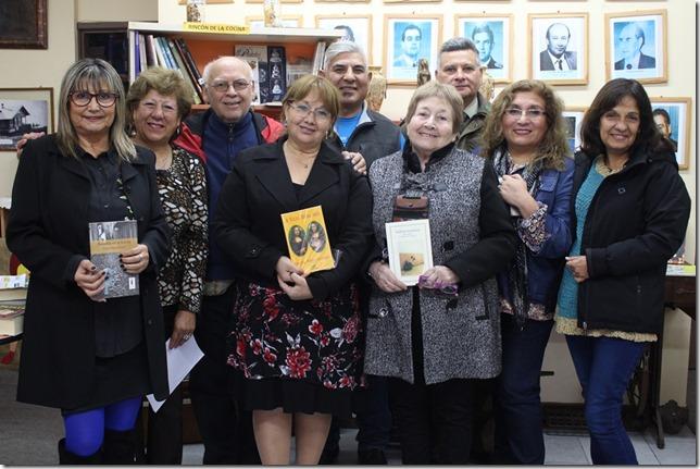 FOTO donación de libros biblioteca 4