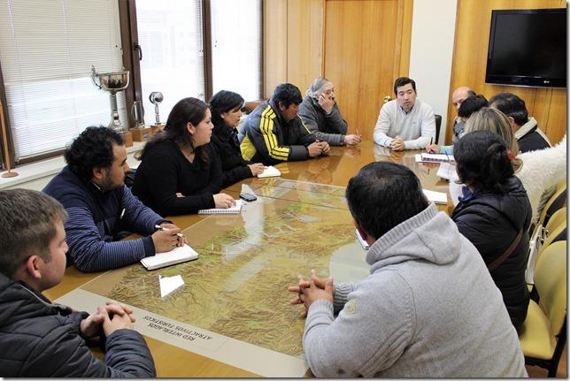 Director Manuel Robles revisó con dirigentes de comunidades del Sector Las Cardas de Victoria el proceso de licitación de Consultoría (1)