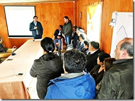 Director Manuel Robles sostuvo encuentro con vecinos de Nehuentúe y Comunidades Mapuche para abordar temas viales del sector (3)