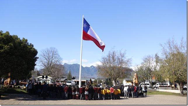 FOTO izamiento a la bandera 2