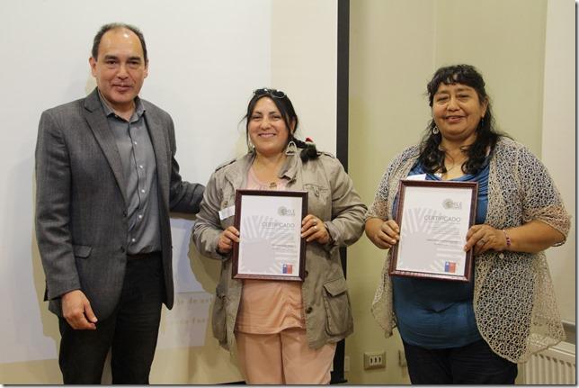 Director de cultura y Artesanas Flor María Opazo Molina y Sabina Rosa Landeros Cayuman de Teodoro Schmidt. Registro de Artesanos 2017.