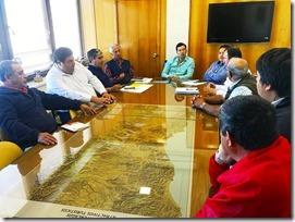 Reunion Director de Vialidad con Alcalde y dirigentes de Tolten (2)