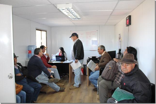 Agricultores en la nueva Oficina de Quemas