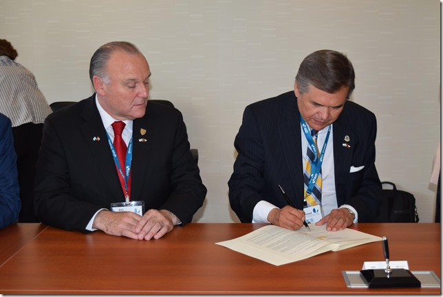 Miguel Becker, alcalde de Temuco y Sergio Bravo, rector UFRO