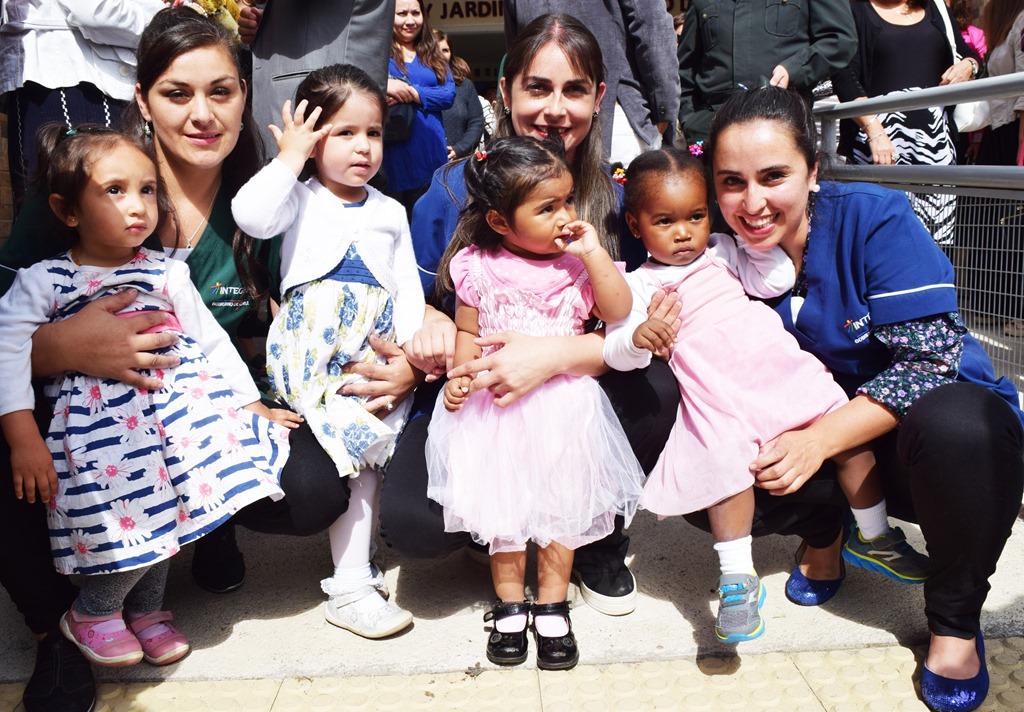 """a484bcb2f9 ... por parte de autoridades, educadoras, padres y apoderados fue  inaugurada la Sala Cuna y Jardín Infantil """"Pedro de Valdivia"""" de la Fundación  Integra, ..."""