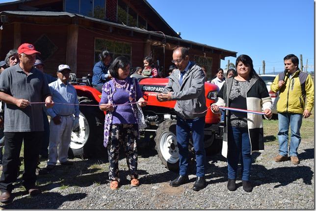 Comunidad Antonio Caniulef inaugura su nueva maquinaria Agrícola (1)