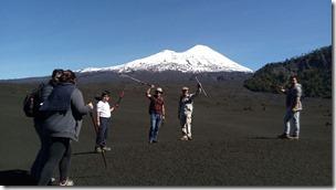 Grupo más Volcán de fondo