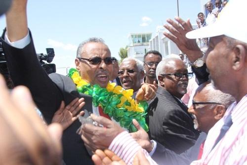 Wasiirka Arrimaha Dibadda Somaliland Naxamed Bixii Yoonis oo si weyn loogu soo dhoweeyay madaarka Hargeysa