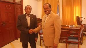 Madaxweynaha Somalia Xasan Sheekh (Midig) iyo Cali Kahliif Galaydh (Bidix)  kulan ka dhacay Villa Somalia By. Araweelo News Network