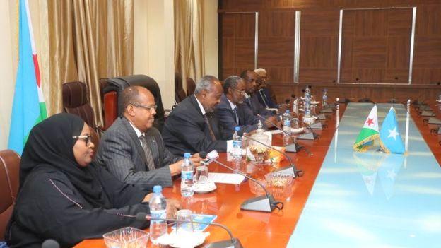 Madaxweynaha Djibouti Ismaciil Cumar Geele iyo xubnaha dawladdiisa ee la socda, oo muqdisho kula lulamy madaxda Soomaaliya, 16 March 2019, sawirka VILLA Somalia.