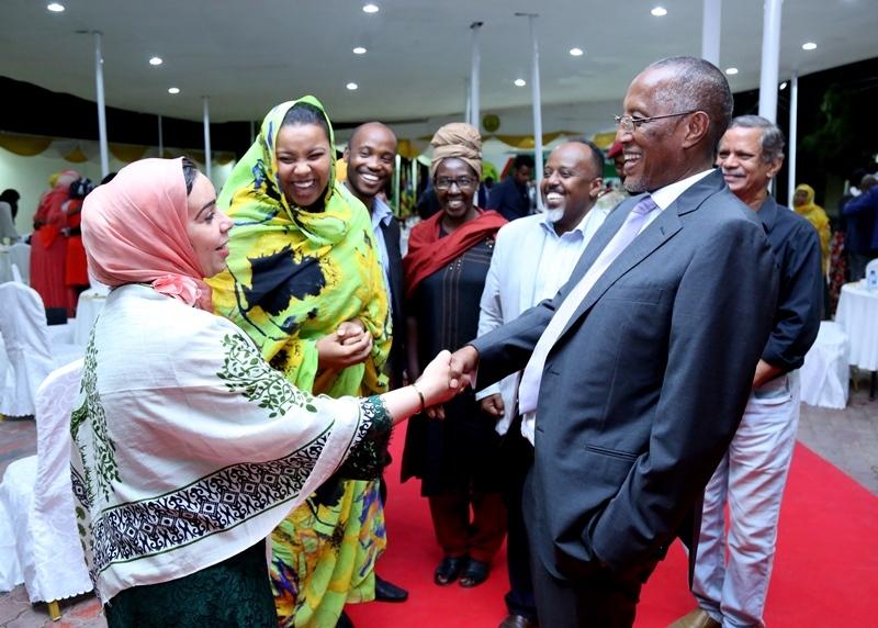 Madaxweynha Somaliland oo qaabilay Haweenka aqoonyahanka ah ee ka qaybgalay munaasibada bandhiga Dhaqanka Somaliland Hargeysa 20 July 2019