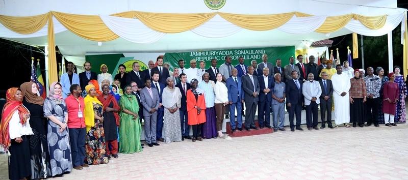 Kulanka Madaxweynaha Somaliland Muuse Biixi oo la kulmay Aqoonyahano iyo Dublamaasiyiin ka qaybgelya Bandhiga Bugaagta Hargeysa 20 July 2019