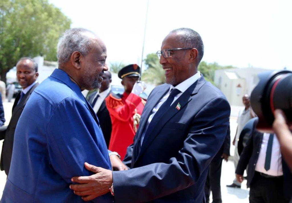 Madaxweynaha Somaliland iyo wefdigiisa, waxa qasriga Madaxtooyadda ku qaabilay Madaxweynaha Dalka Djibouti Ismaaciil Cumar Geelle iyo masuuliyiin ka mid ah xukuumadiisa 3 Sep 2019.