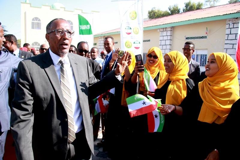 Madaxweynaha Jamhuuriyadda Somaliland, Mudane Muuse Biixi Cabdi, oo lagu soo dhowaynayo si uu xadhiga uga jaro dhismayaal loo dhisay Hay'addo Qaran, Hargeysa, 26 Oct, 2019.