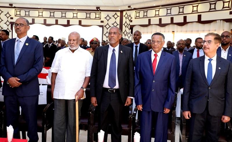 Masuuliyiinta ka qaybgalay munaasibada lagu daah-furay mashuuraca  aaga cashuuraha ka caagan ee Dekedda Berbera oo lagu qabtay maansoor Huteel Hargeysa Somaliland 10 Desember 2019, Araweelo News Network.