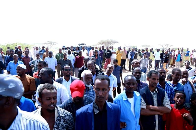Boqolaal qof  oo ka qayb-galay aaska Marxuum Axmed-yaasiin Xaaji cabdullaahi Abu-site  28 Jan 2020,, Xabaalaha Xaraf ee Dulleedka Hargeysa. Araweelo News Network.