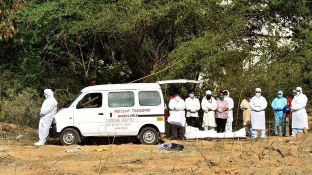 Lahaanshaha sawirka HINDUSTAN TIMES Image caption ilaa 25 Maarij xayiraad baa saarayd India