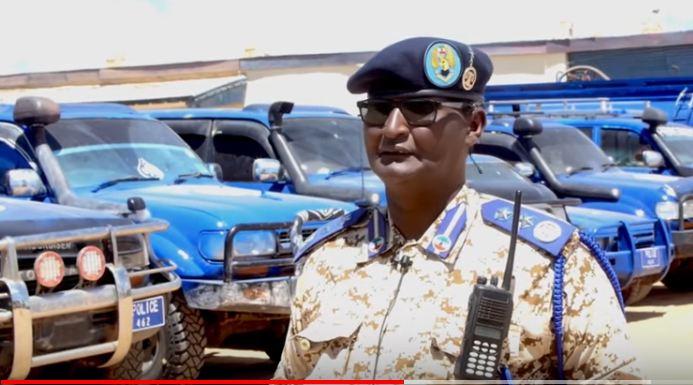 Ciidanka Booliska Somaliland oo gaadiidkii ay jaadka ku qabteen ku buufiyay calaamadda Booliska