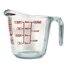 لكيل السوائل بشكل عام نستخدم الكوب المعياري و يكون من الزجاج لتسهل رؤية السائل من خلالها