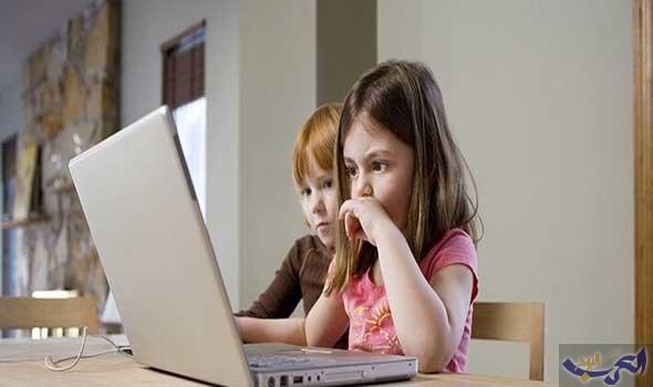 تحذير كبير من خطورة شبكة الإنترنت على الأطفال
