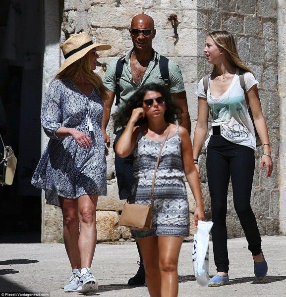 لورين جوبز مع صديقها وابنة ستيف جوبز