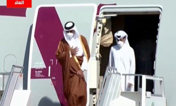 """ولي العهد السعودي يرحب بأمير دولة قطر: """"يالله حيه يالله حيه نورت المملكة"""" (فيديو)"""