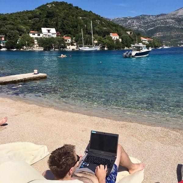 digital-nomad-beach