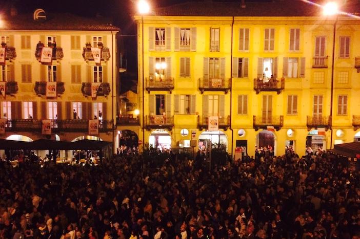 Alba crowd