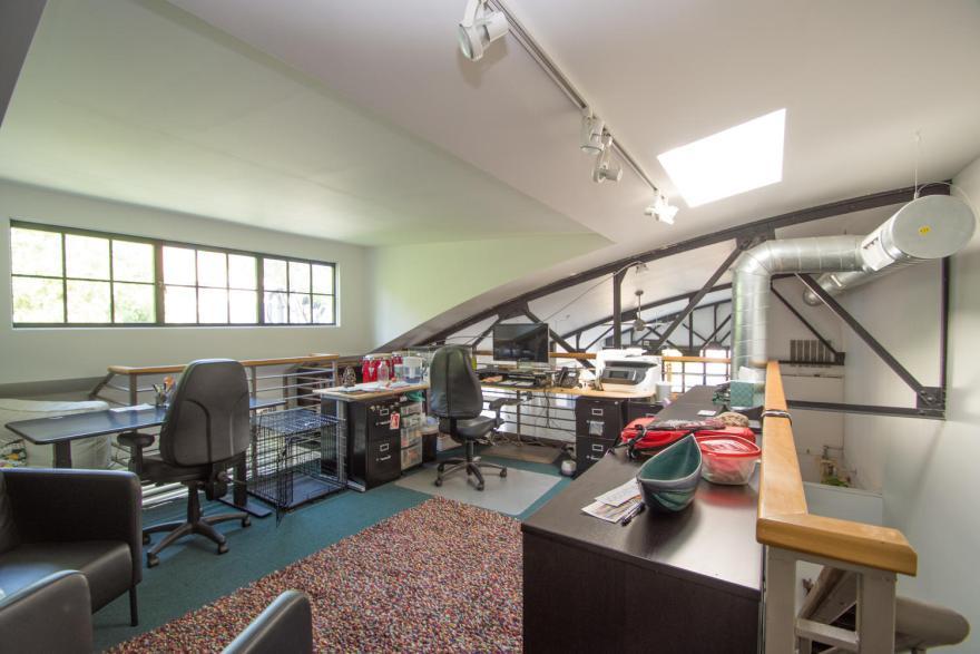 511 W 4th St Unit 1-large-015-023-Upper Level Office-1500x1000-72dpi