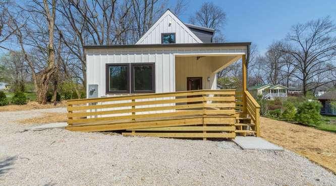 B-Line Modern Cottage - Side