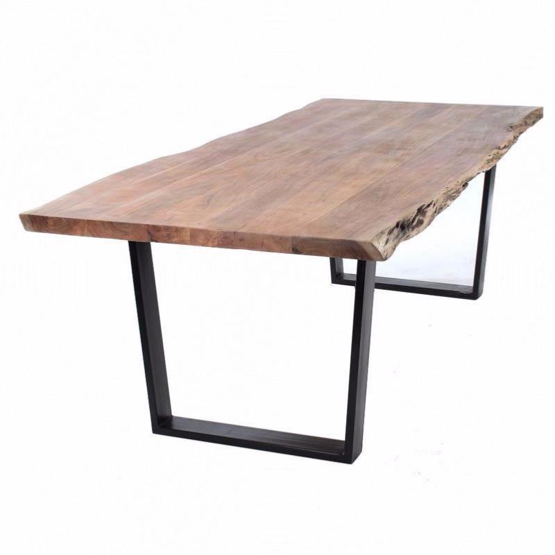 table kaz 240 en bois d acacia avec bord tronc et pieds en metal noir castle line