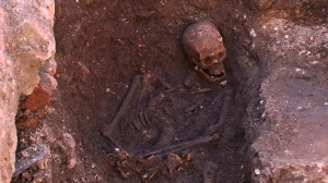 The Grey Friars skeleton, lying in situ in a hastily dug grave - now identified as the remains of Richard III, his curved spine, caused by scoliosis, can be clearly seen. Photo: University of Leicester