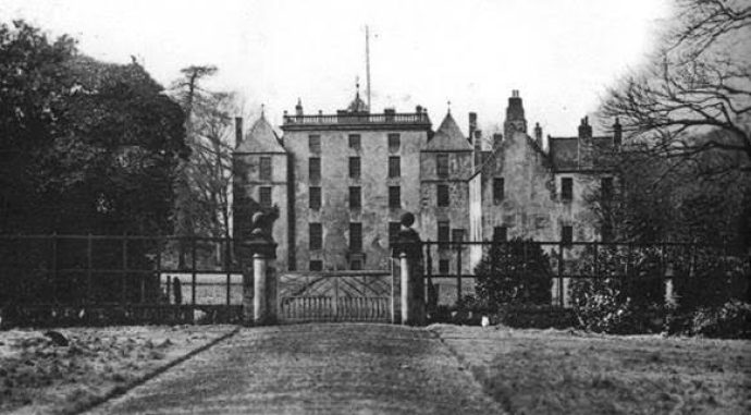 Kinneil House with the lost ha-ha next to the gate piers in 1910 [Photo Credit: Falkirk Local History Society]