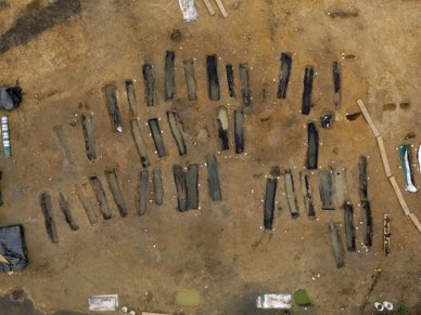 The graves were arranged in three rows, with no signs of intercutting. (Photo: MOLA)