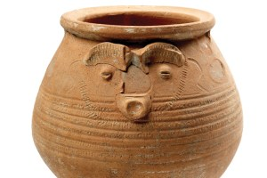 Face-pot-used-as-a-cremation-urn-Museum-of-London