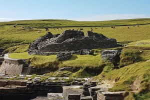 Midhowe-Broch,-Rousay
