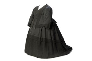 Dress-ensemble,-1892.-Worn-by-Queen-Victoria-when-in-mourning-for-Duke-of-Clarence-©-Museum-of-London