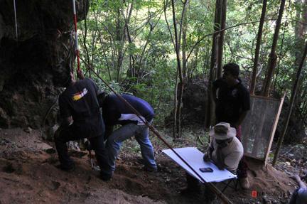 hunugalagala_-limestone_cave_excavation_2013_04