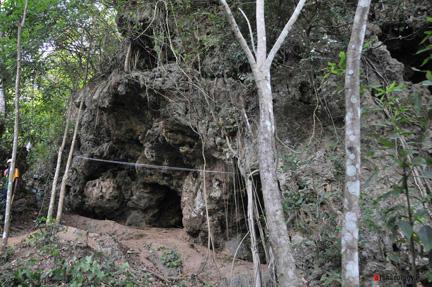 hunugalagala_limestone_cave_excavation_2013_01