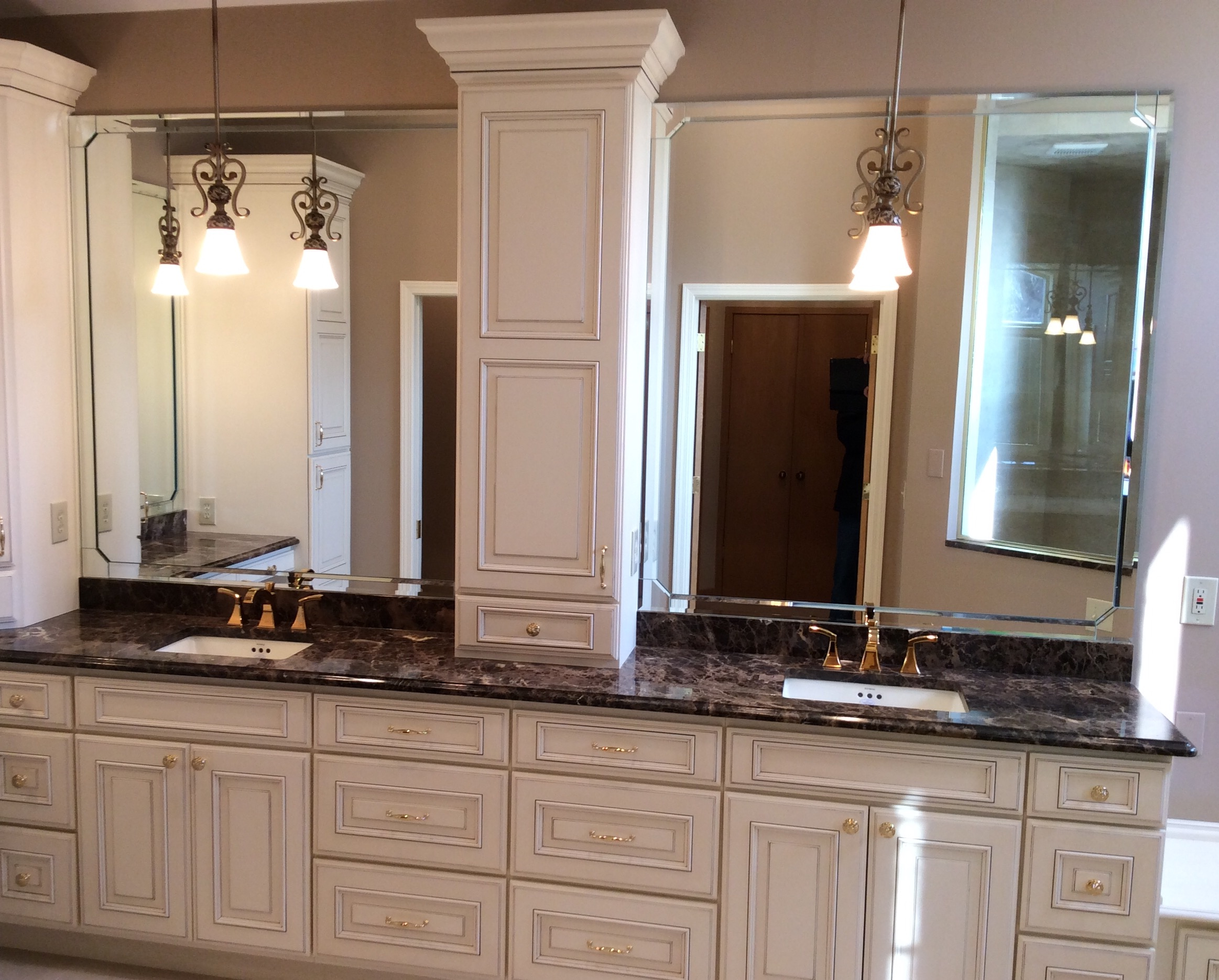 Granite Countertop Gallery St. Louis on Dark Granite Countertops With Dark Cabinets  id=58601