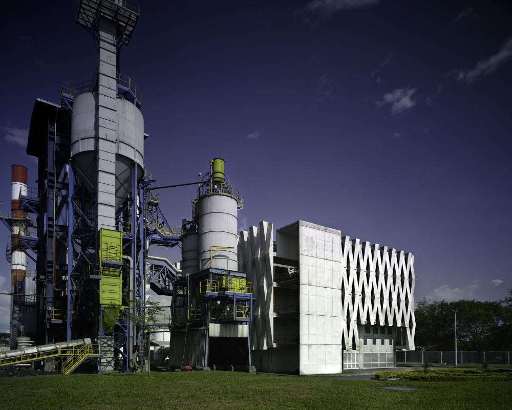 Argos, Building for an Electrical Generator at a Cement Factory - Felipe Gonzalez-Pacheco © Andrés Valbuena