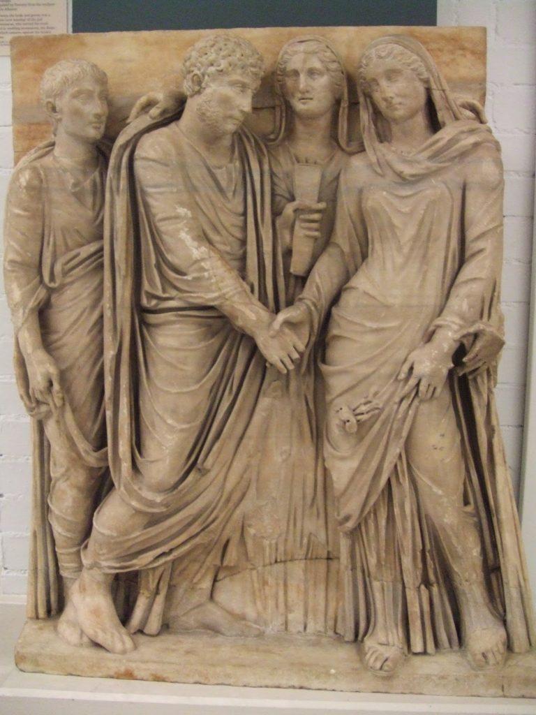 Rilievo in marmo che rappresenta la cerimonia del matrimonio nell antica  Roma. La sposa ha un espressione tutt altro che felice… (British Museum  Londra). 5bf96b0af463