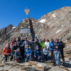 Schnalstal: Simon Messner begleitet einen Exclusivtermin der Ötzi Glacier Tour zur Fundstelle von Ötzi<br/>Val Senales: Simon Messner accompagna l'Ötzi Glacier Tour che passa dal luogo di ritrovamento dell'Uomo venuto dal giaccio<br/>Val Senales Valley: Simon Messner attends the Ötzi Glacier Tour, which passes by the discovery place of the Iceman<br/><br/>September 2019